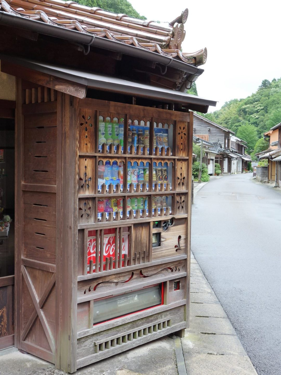 Vending machine in Omori district