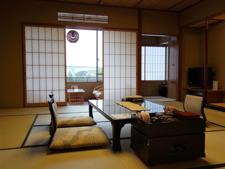 """A room at """"Kasuien Minami"""" at Tamatsukuri Onsen hot spring in Matsue, Shimane Prefecture."""