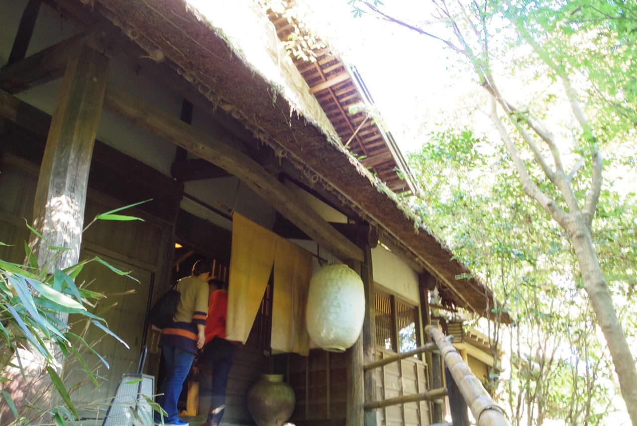 庄屋屋敷でいただく炭火焼き料理と山里料理を堪能できる「黒茶屋」