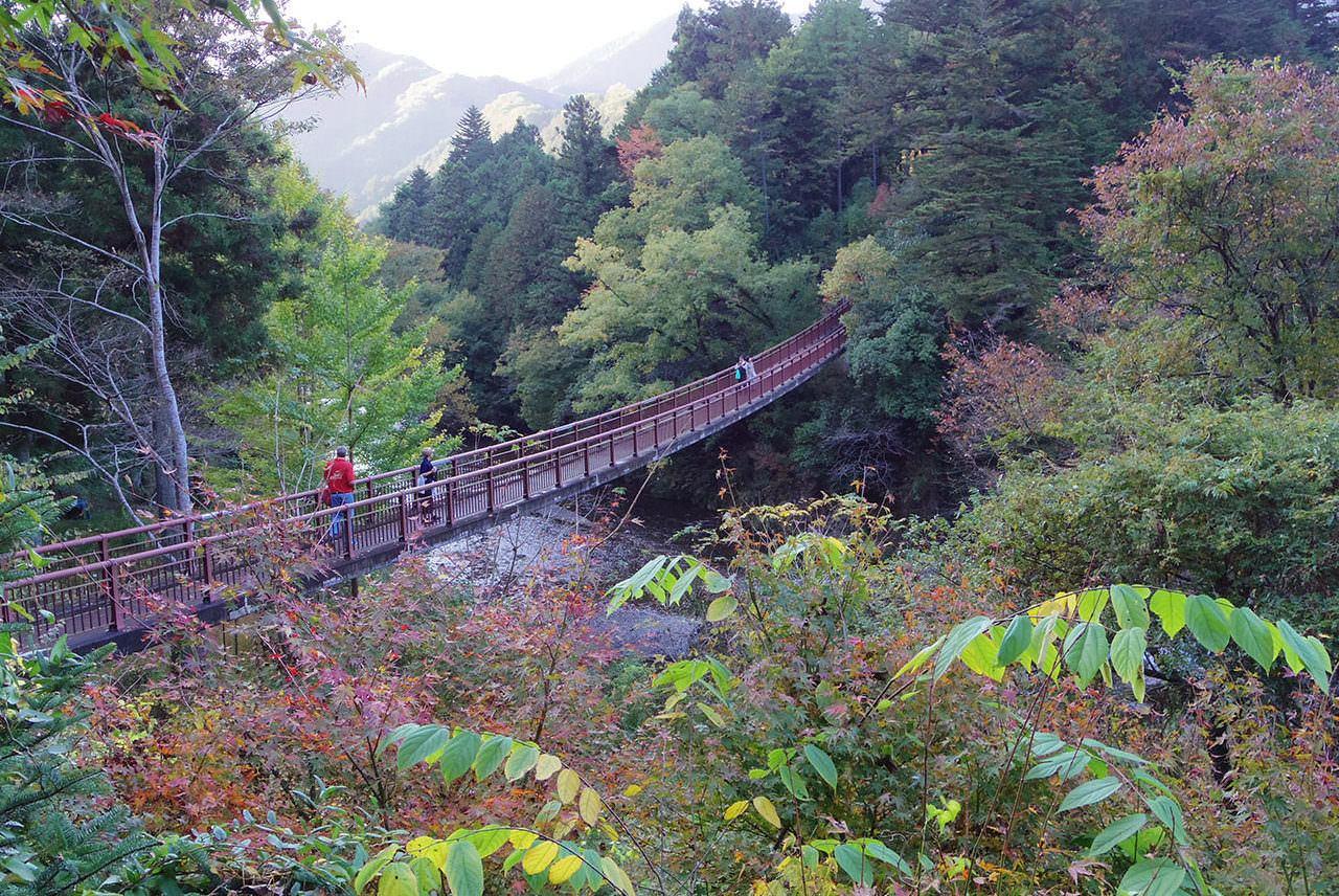 秋川渓谷の代表的景色「石舟橋」から秋川を望む
