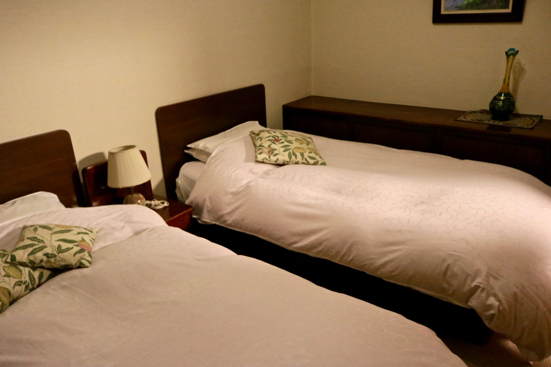 A bedroom with twin beds at Ochiairo Murakami