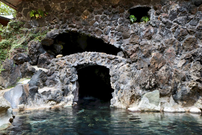 内湯と繋がる洞窟部分
