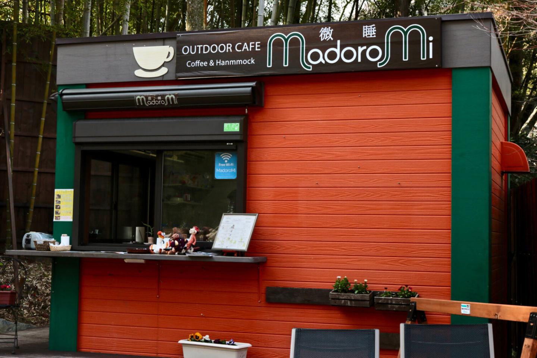 Outdoor Cafe MadoroMi building