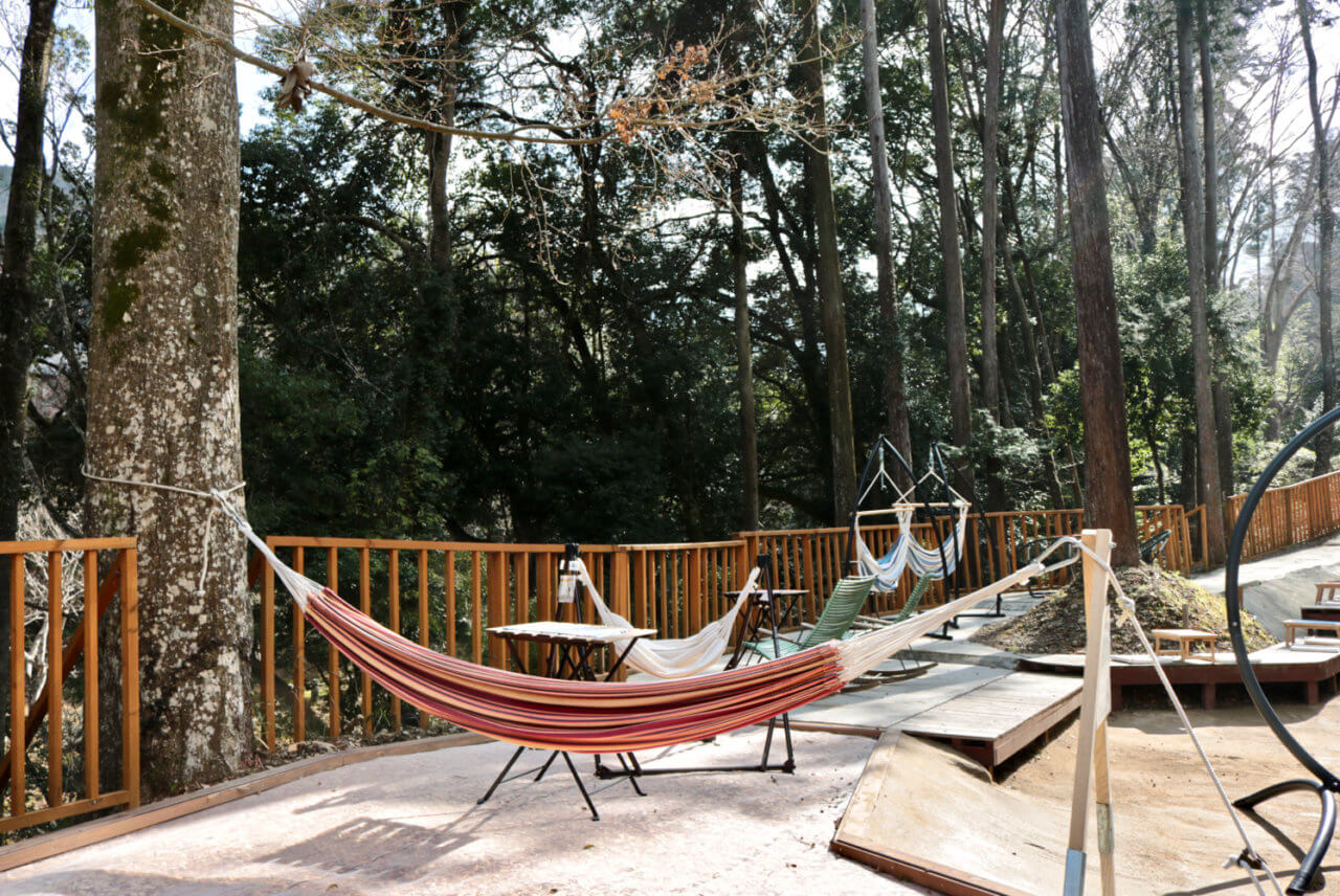 MadoroMi: A relaxing outdoor cafe with hammocks along the Yumichi (Izu, Shizuoka)