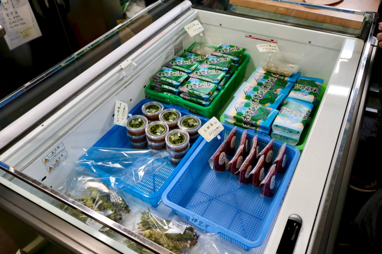 伊豆屋わさび店で売られるわさびと加工品