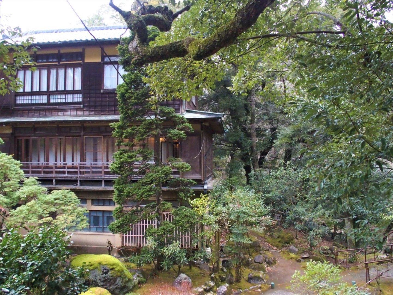 "A garden seen from ""Lounge Swan"" at Ochiairo Murakami"