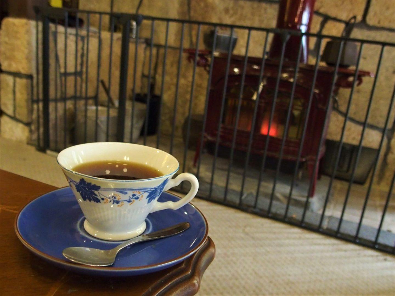 """Fireplace in """"Lounge Swan"""" at Ochiairo Murakami"""