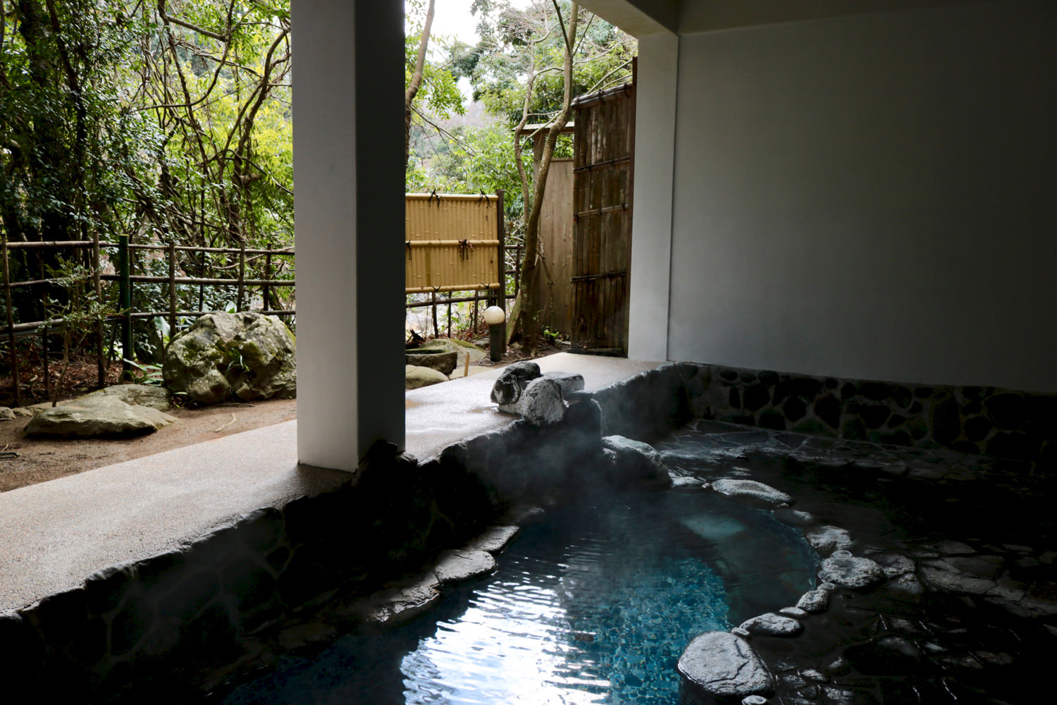 """Hisago Buro,"" an open-air hot spring connected to the tile bath"