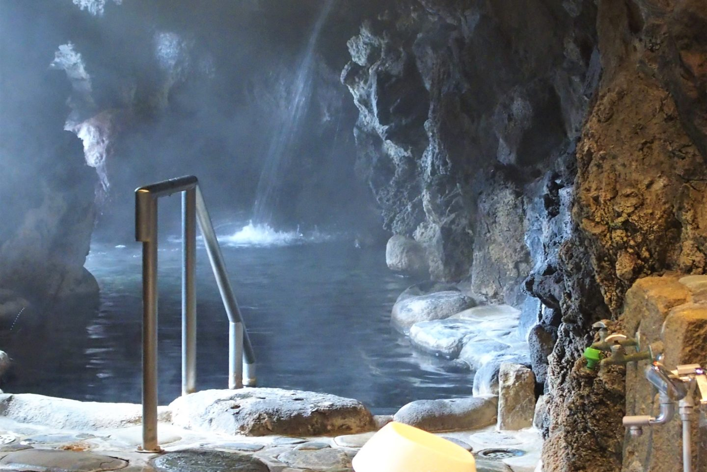 "A cave onsen connected to ""Tengu-no-yu"""