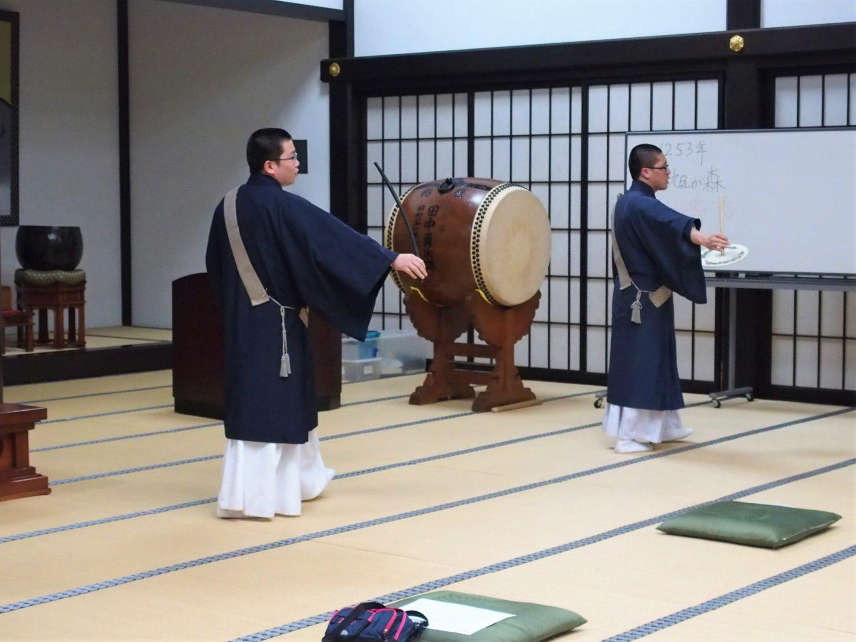 団扇太鼓の練習