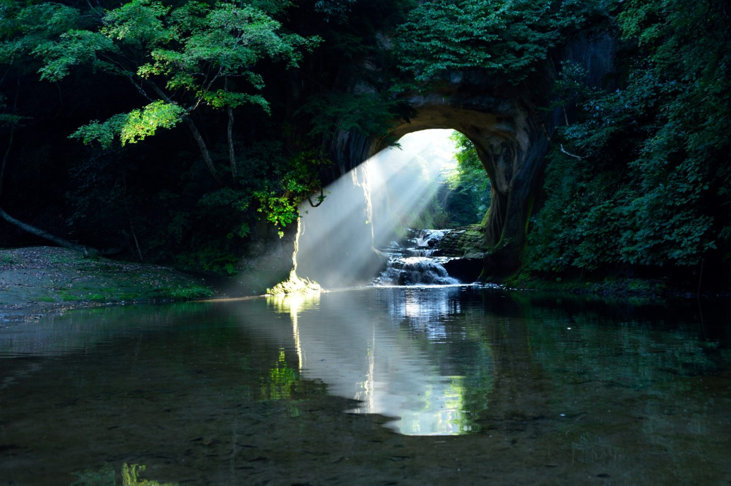 Kameiwa Cave (known widely as Nomizo Falls)