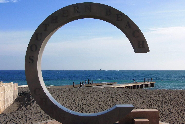 #6056 Eboshiiwa (烏帽子岩) framed by giant C