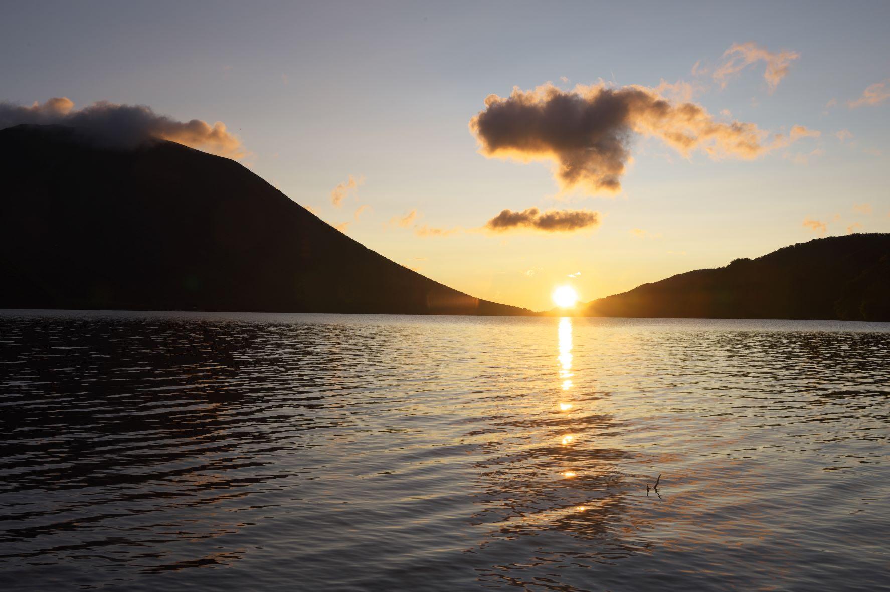 中禅寺湖、光の道