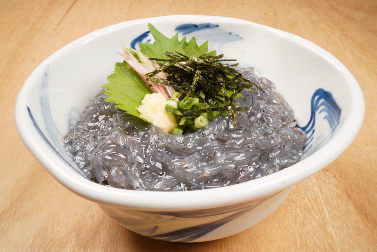 「いまがわ食堂」が三浦で唯一のしらす屋を応援するメニュー「秋生しらすの贅沢丼」の提供を開始