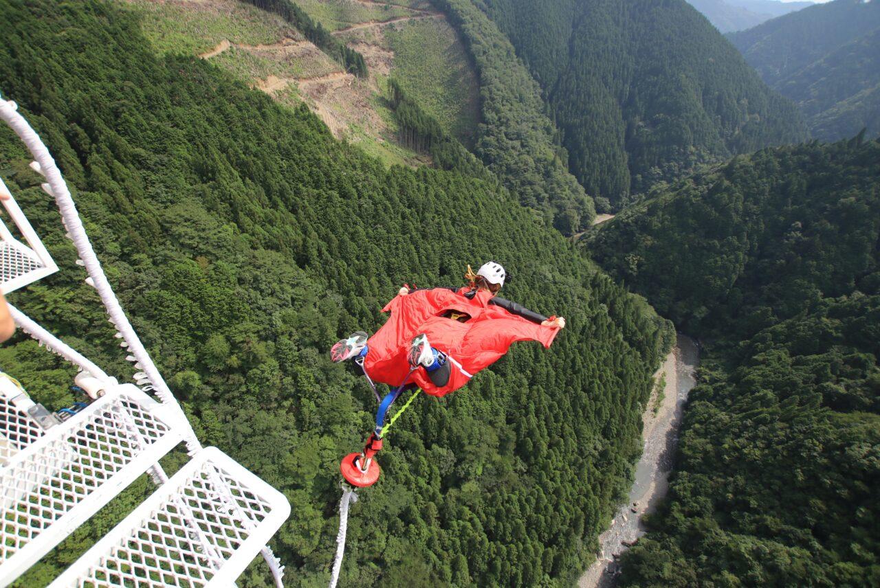 高さ215mの日本一バンジージャンプを体験できる宿泊プランが登場